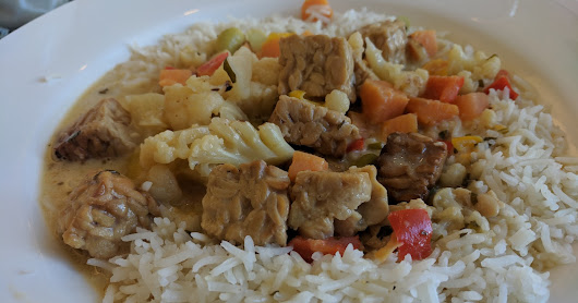 Eating up the Hill: Green Curry Tempeh Bowl, Basmati Rice