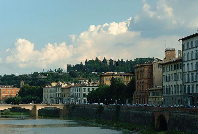 El río Arno al pasar por Florencia