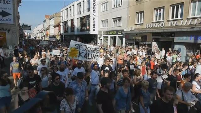 Thousands of Slovaks protest against corruption