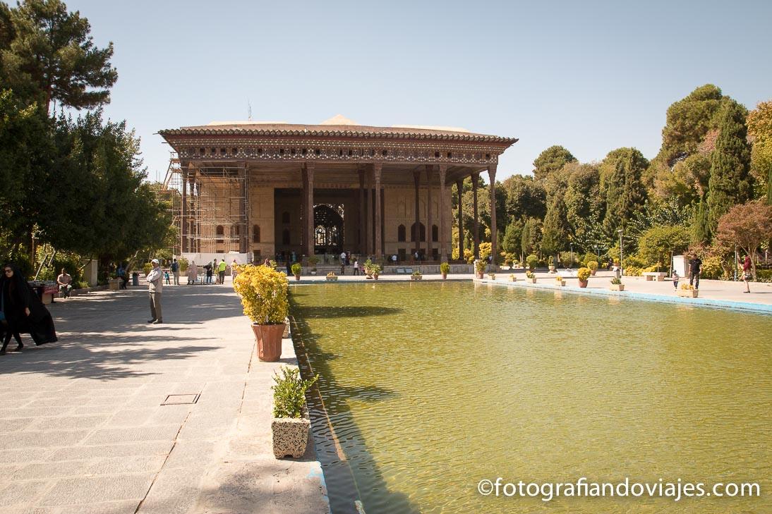 Palacio Chehel Sotoun o de las 40 columnas