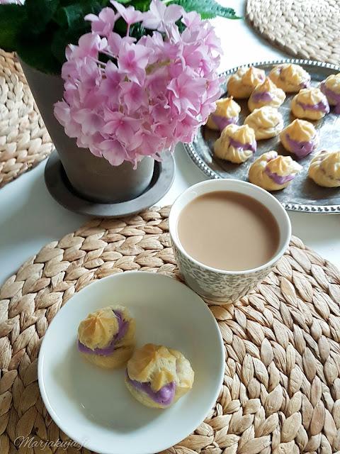 tuulihatut leivonta leipominen kahvi pöytä kattaus