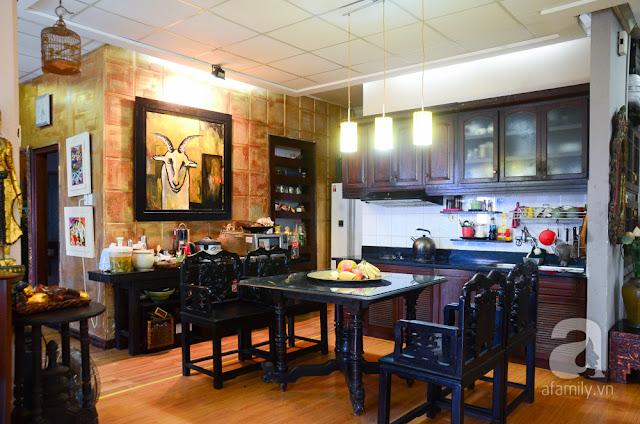 Phòng bếp được cách tân nhưng không mất đi vẻ cổ kính vốn có.