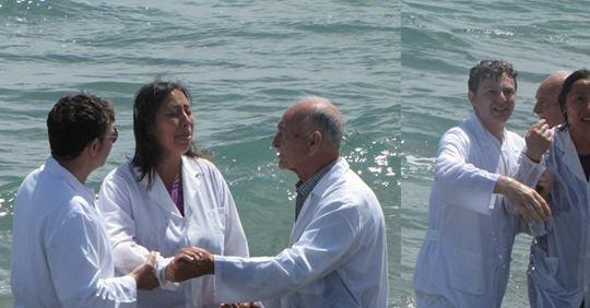 VIDEO: Cega é curada por Deus durante batismo nas águas; assista