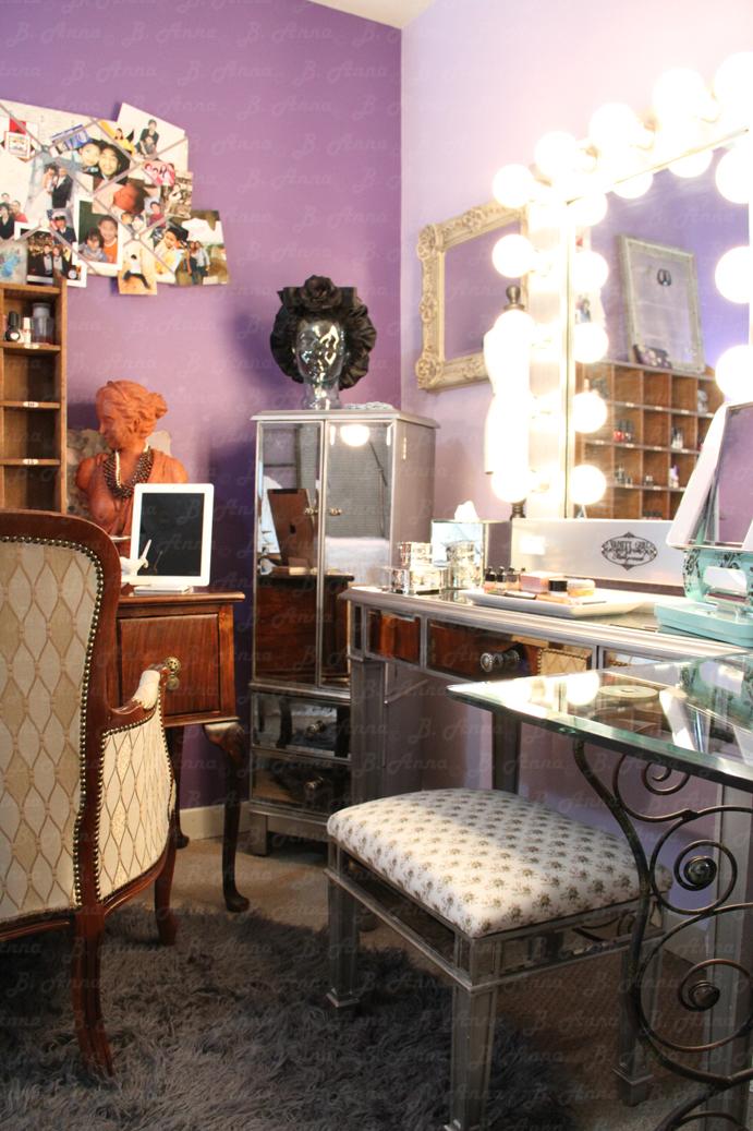 The Experience Of Joy Broadway Lighted Mirror On Hayworth Vanity