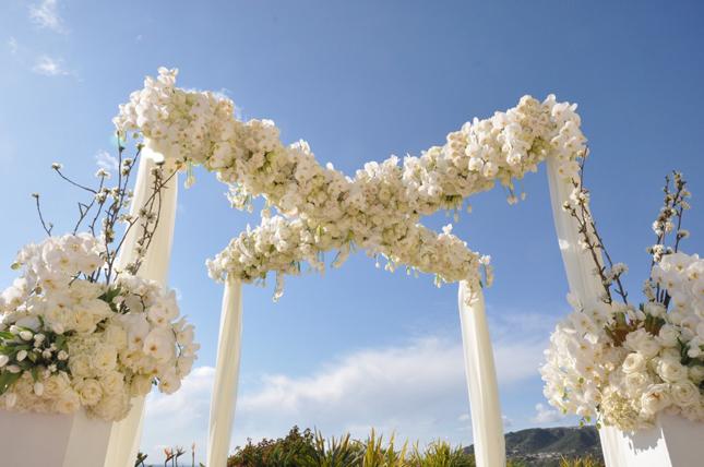 Gorgeous Wedding Ceremonies: White Smile: Gorgeous Outdoor Wedding Ceremonies
