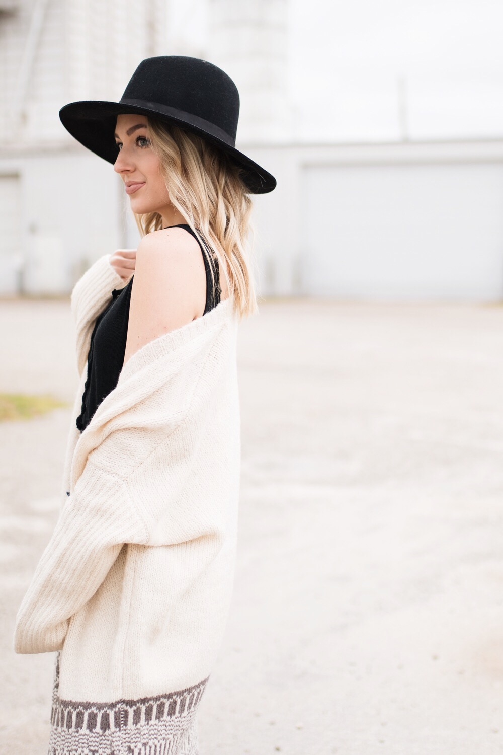 Cream cardigan, black wide brim hat