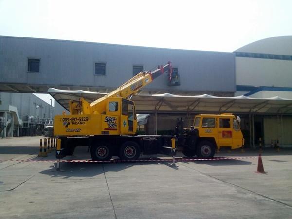 เราให้บริการรถบรรทุกติดเครน ให้บริการ รถทุกคันมีอุปกรณ์ยก อุปกรณ์รัด ผ้าใบคลุม โดยทีมงาน มืออาชีพ