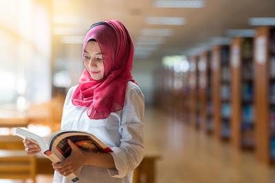 gaya fashion hijab anak kuliah