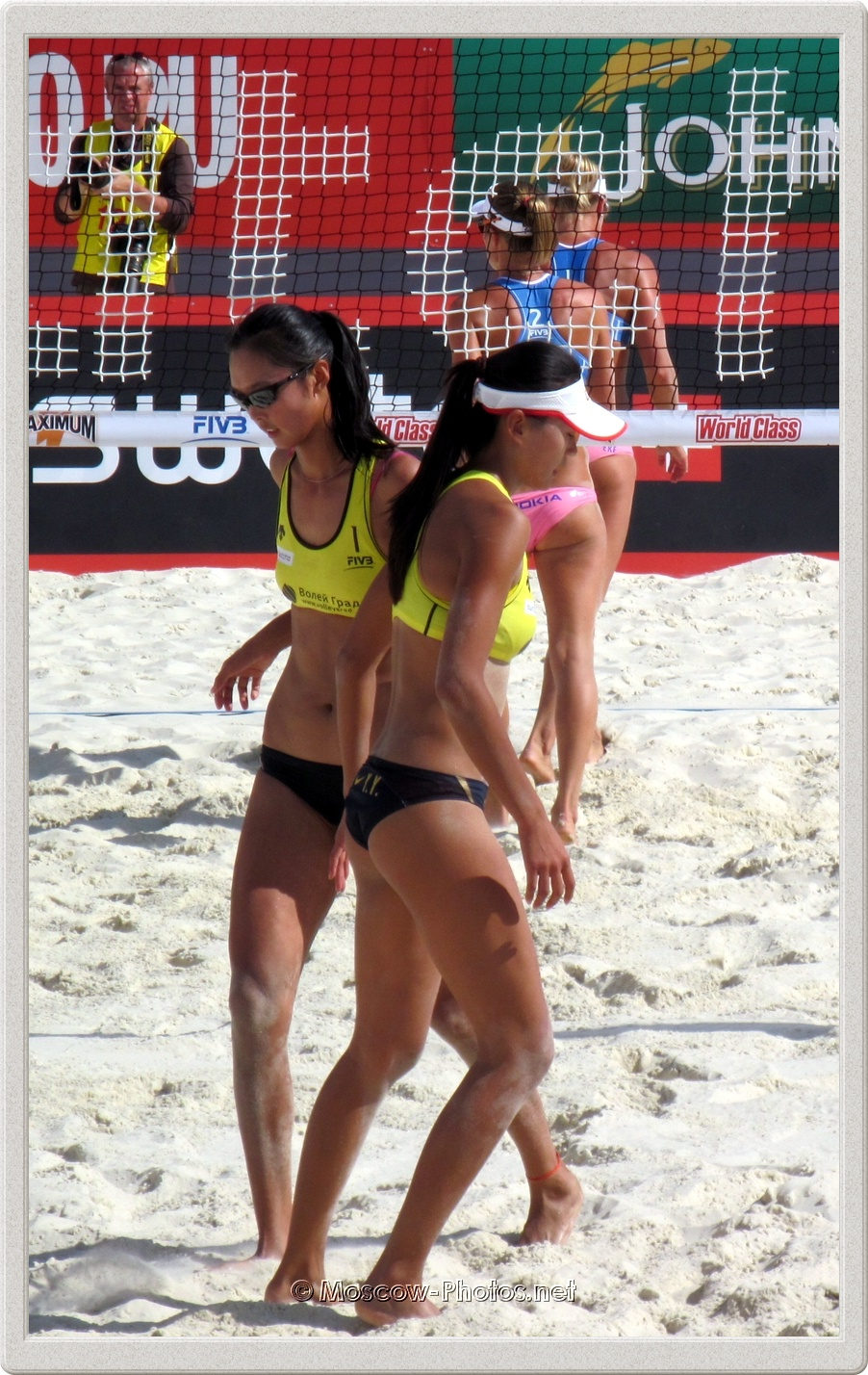 Chinese Volleyball Players and Hot Moscow Summer