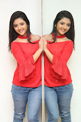 shriya sharma latest glam pics-thumbnail-5