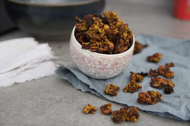Cuillere et saladier : Granola quinoa-curry