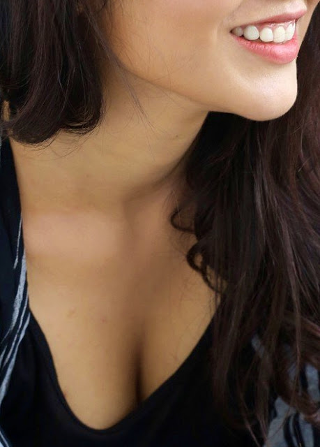 Priyanka Jawalkar milky white boobs exposed in low neck top