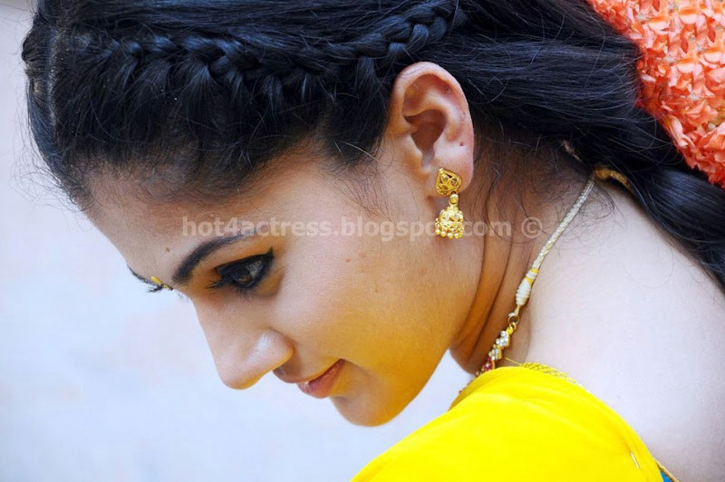 Tapasee Pannu Latest Cute Photo Gallery