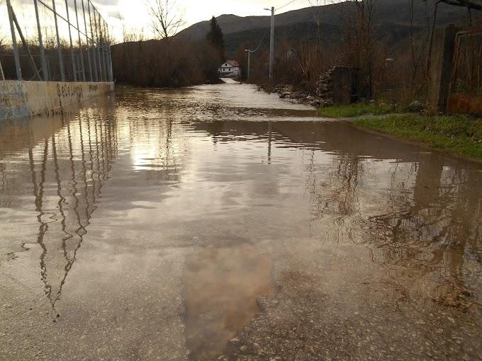 FOTO: Poplavljena Šipovača, voda u kućama