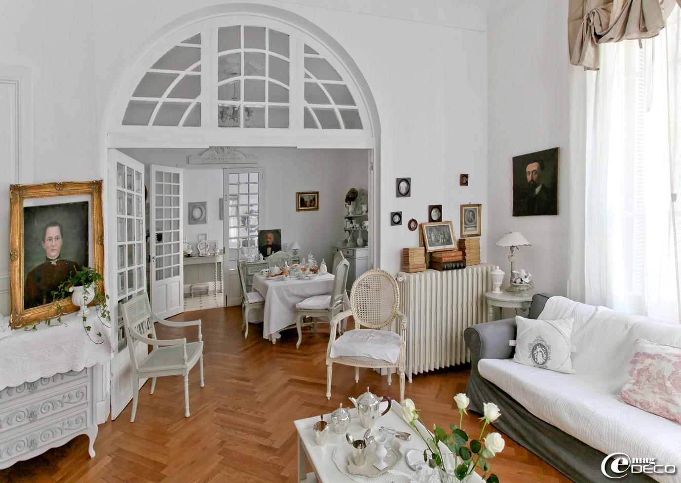 sur un air gustavien e magdeco magazine de d coration. Black Bedroom Furniture Sets. Home Design Ideas