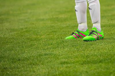 Sepatu Sepak Bola dan Cita-Citaku di Waktu Kecil