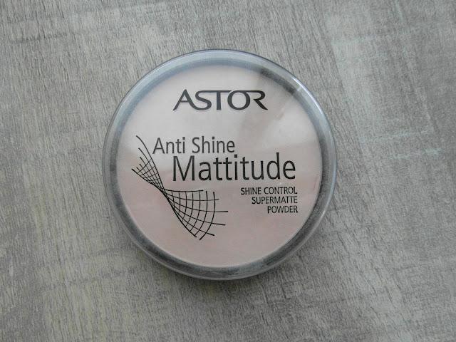 Zmatňujúci púder Astor
