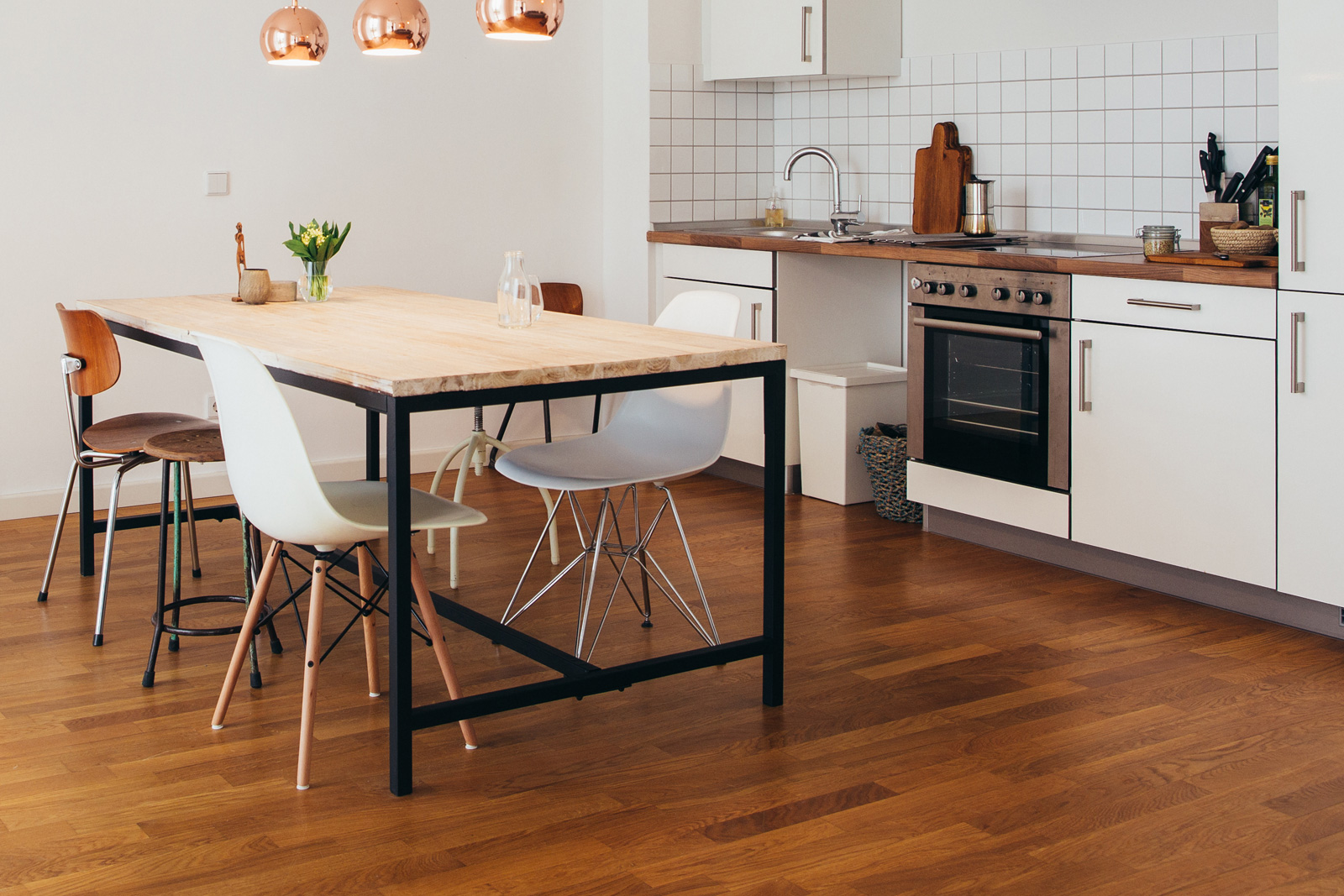 Gentil Many Types Of Materials Can Be Used For Kitchen Floors. There Are Many  Options Which Depend On Factors For Example Comfort, Cost, Stability,  Cleaning Effort ...