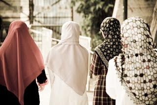 Adab Keluar Rumah Bagi Seorang Muslimah