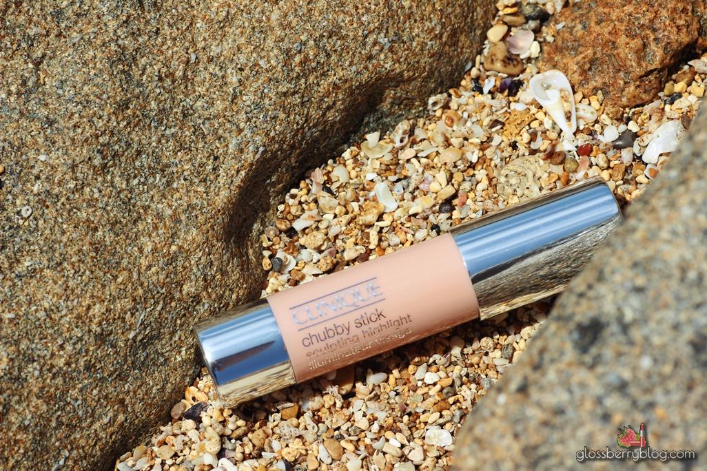 Clinique Chubby Stick Sculpting Highlight -  01 Hefty Highlight review swatch היילייטר סטיק קרמי מומלץ קליניק גלוסברי בלוג איפור וטיפוח