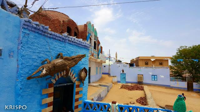 casas y calles de un poblado nubio en egipto