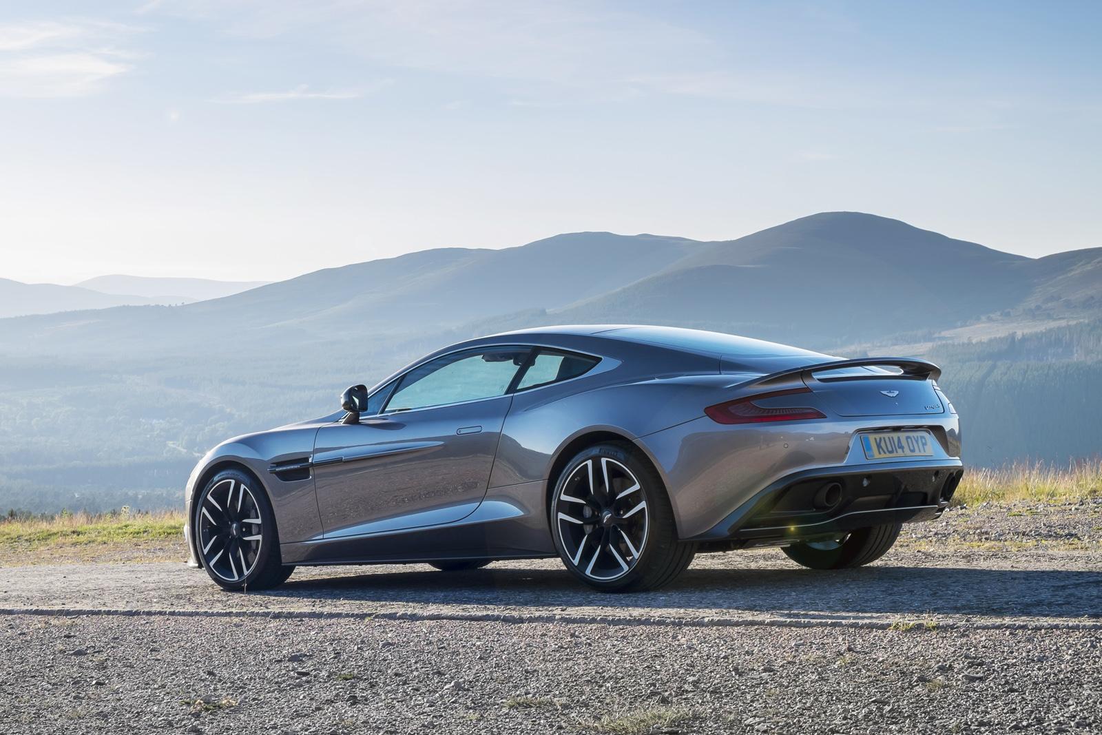 Aston Martin Vanquish là một trong những siêu xe đỉnh cao của hãng xe Anh Quốc