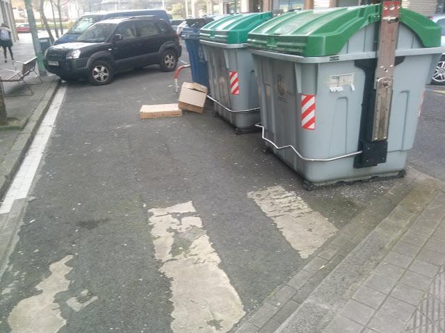 basura fuera de contenedores