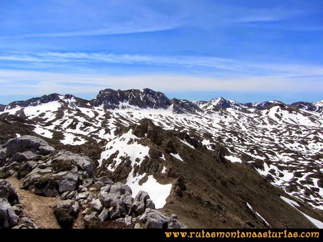 Ruta Farrapona, Albos, Calabazosa: Vista a la zona de Orniz desde el Albo Occidental