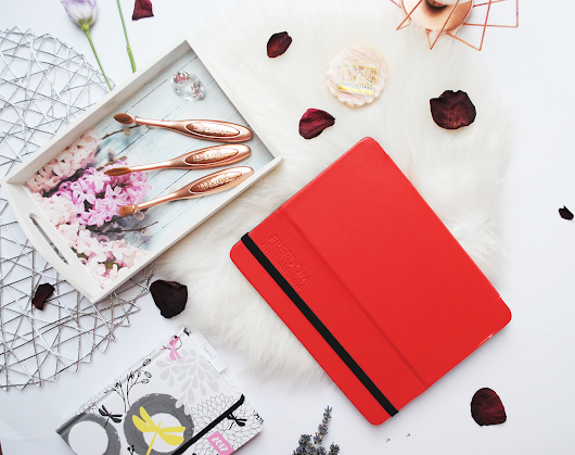 Review and swatches: Freedom Pro Artist Pad Backstage Red