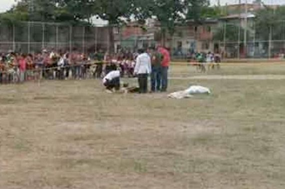 Argentine player shoots referee dead and injures another player after he was given red card