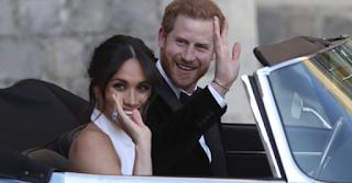 Το sexy δεύτερο νυφικό της Meghan Markle – Πώς τίμησε την πριγκίπισσα Νταϊάνα