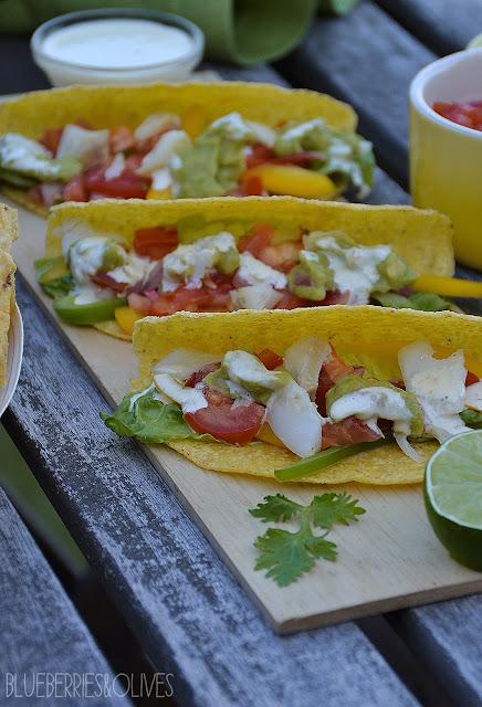 Tacos de pescado con 3 salsas 2