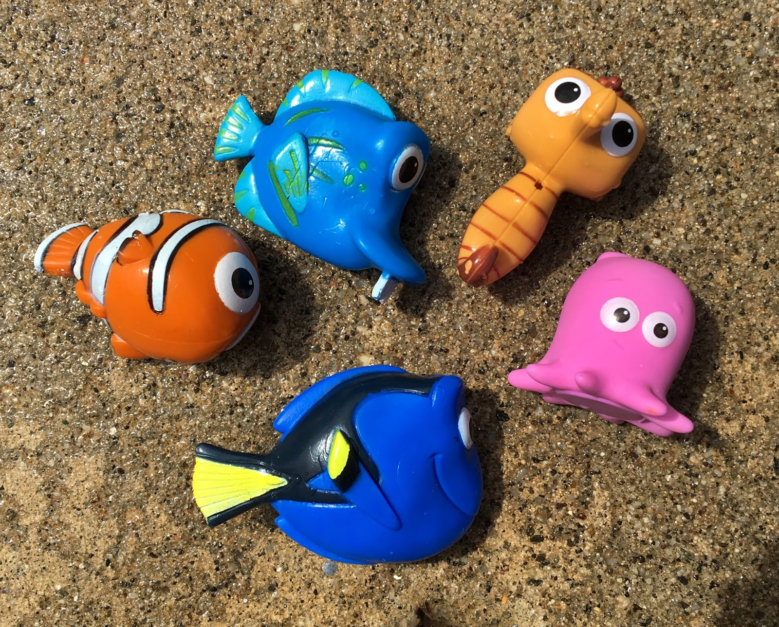 Dan The Pixar Fan Finding Dory Mr Ray S Dive Amp Catch Game