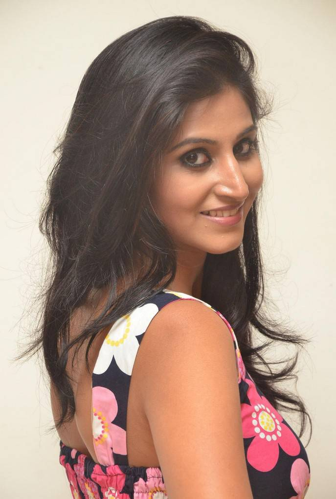 Glamours South Indian Girl Shamili Sounderajan Hot Legs Photos In Blue Mini Skirt