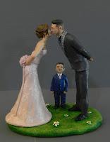 statuine sposi con bambino top cake bacio sposini milano orme magiche