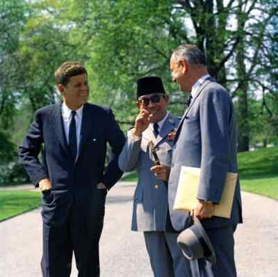Gambar Presiden Jhon F Kennedy dan Bung Karno bertemu di Amerika Serikat