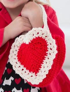 http://translate.googleusercontent.com/translate_c?depth=1&hl=es&rurl=translate.google.es&sl=en&tl=es&u=http://www.bestfreecrochet.com/2015/01/29/free-heres-my-heart-gift-bag-crochet-pattern-from-redheart-com/&usg=ALkJrhikF5aHHBFuCePDtOs58xMgX1bvHw