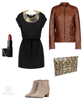 Sugestão de coordenado para uma saída à noite: vestido preto sem mangas, botins beges camurça, clutch pele cobra, gargantilha dourada, baton bordeaux