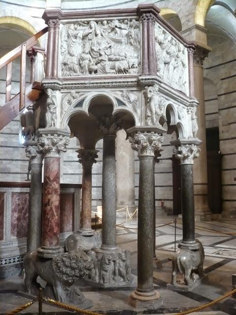 Pergamo di Nicola Pisano nel battistero di Pisa