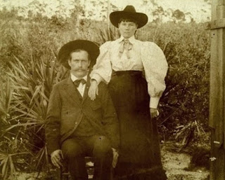 1890s photo of Laura Ingalls Wilder and her husband, Almanzo, in Florida