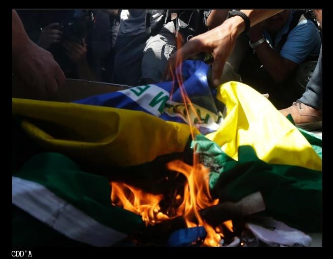 Folha Política: Bandeira do Brasil é arrancada, queimada e ...