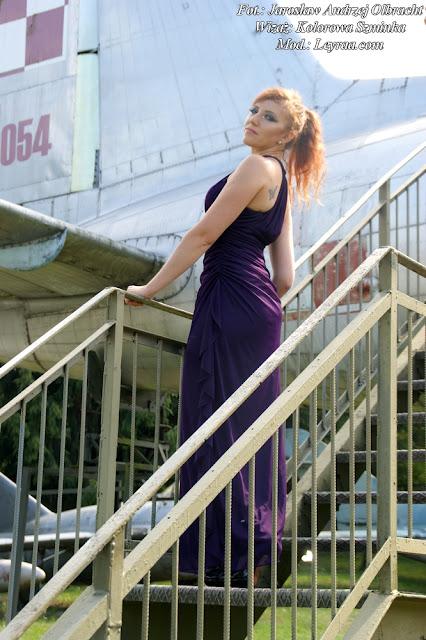 15.08.17 Długa suknia śliwkowa grecka, szpilki, grzywka z długich włosów i kucyk, sesja Muzeum Orła Białego Skarżysko-Kamienna