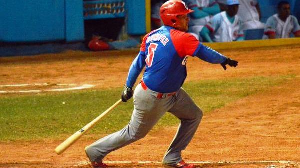 Con Carlos Benítez como único segunda base, Cuba corre el riesgo de tener que utilizar en algún momento a otro pelotero en la intermedia.