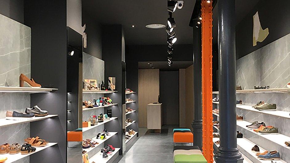 Marzua: Tascón, una zapatería dentro de una caja de zapatos.
