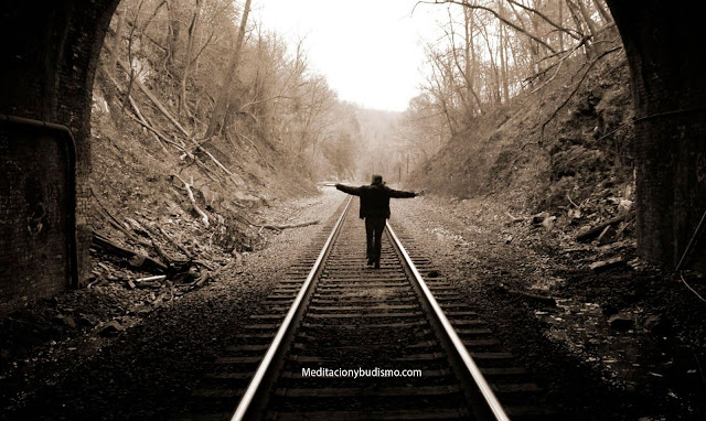Medita mientras camina y adelgaza tus emociones negativas