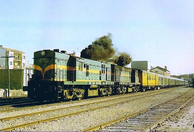 Doble tracción de 1300 del expreso de Granada en Baza. Foto 1984, Jose Vicente Coves