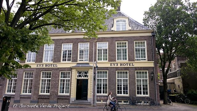 Eye Hotel, fachada - Utrecht por El Guisante Verde Project