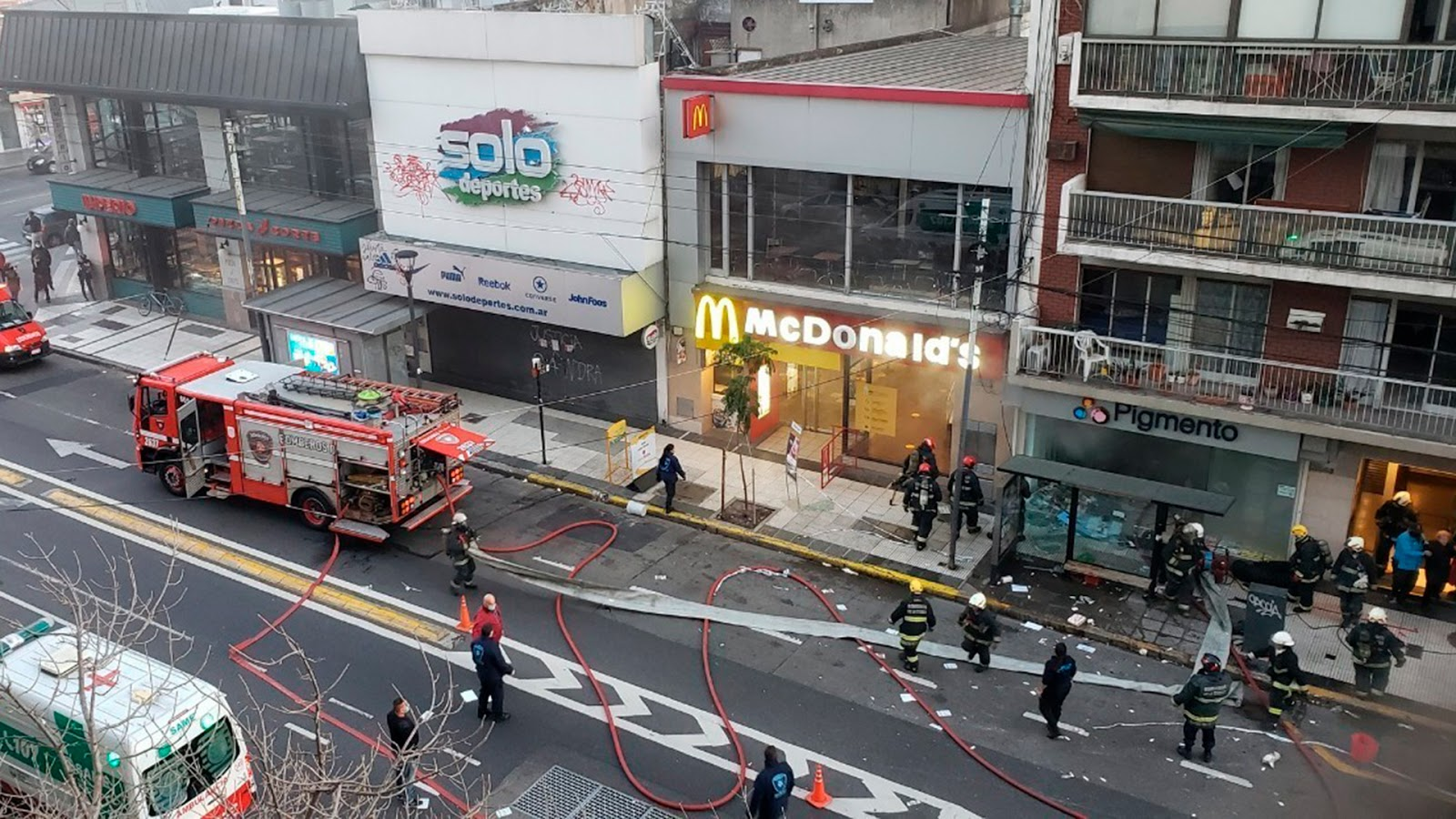 explosiones e incendio en una perfumeria de Villa Crespo
