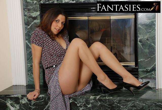 http://www.fantasies.com/category/fetish/hypnotism-mind-control/