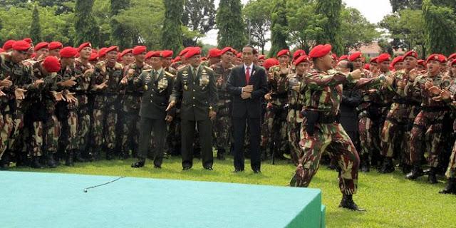 Presiden Jokowi Memberikan Arahan Kepada Korps Brimob